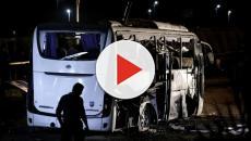 Egitto, esplosione colpisce bus turistico vicino le piramidi: 17 i feriti
