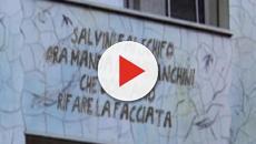 Striscioni anti Salvini: tweet di Selvaggia Lucarelli con scritta offensiva su un palazzo