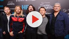 I Foo Fighters propongono il brano 'Under Pressure', il batterista è Dave Grohl
