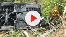 Siena, bus turistico esce fuori strada ribaltandosi in una scarpata: un morto e 31 feriti