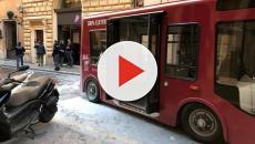 Roma, a fuoco bus elettrico in pieno centro: la Procura apre un'inchiesta
