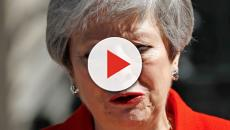Theresa May piange mentre annuncia le dimissioni