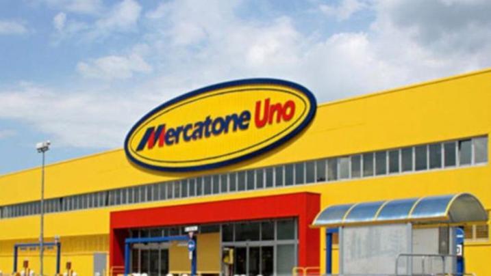 Mercatone Uno fallisce: 1800 dipendenti licenziati con un msg su Whatsapp