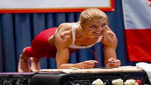 Planking, Dana Glowacka sabilisce nuovo record mondiale