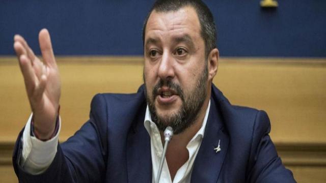 Salvini al dottor Lanari che critica DL Sicurezza: 'Immigrati hanno record Tbc e scabbia'