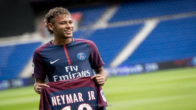 Neymar se mete en líos por difundir mensajes íntimos