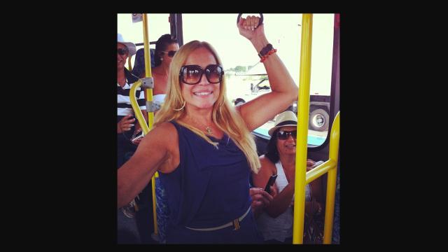 As celebridades brasileiras que andam de ônibus e metrô