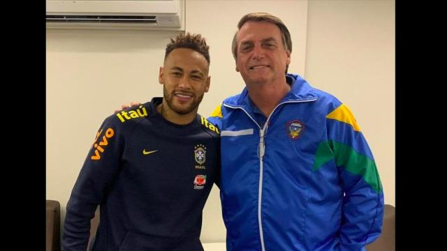 Jair Bolsonaro posta foto ao lado de Neymar em visita a hospital