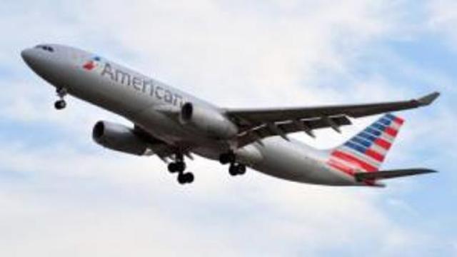 Un avión de American Airlines ve como las nubes se introducen en su interior