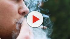 Fumare in spiaggia, possibile il divieto anche in Italia