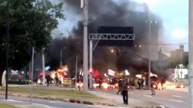 Mulher que inalou fumaça de pneu queimado morrem em Belo Hozizonte