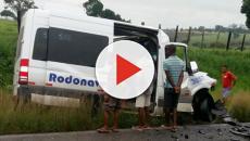 Oito pessoas morrem em acidente envolvendo carreta e van na Bahia