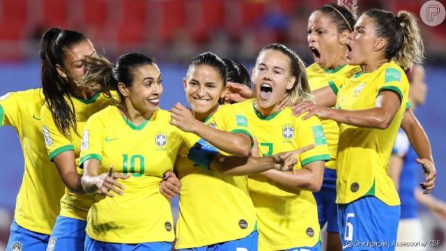 Memes sobre o batom roxo de Marta na Copa do Mundo