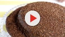 Receita de bolo de brigadeiro fácil de fazer