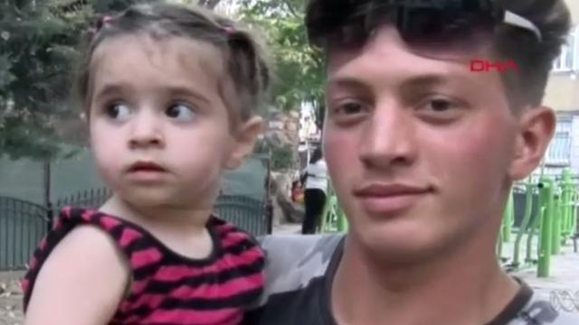 Menino de 17 anos salva um bebê de 2 anos na Turquia