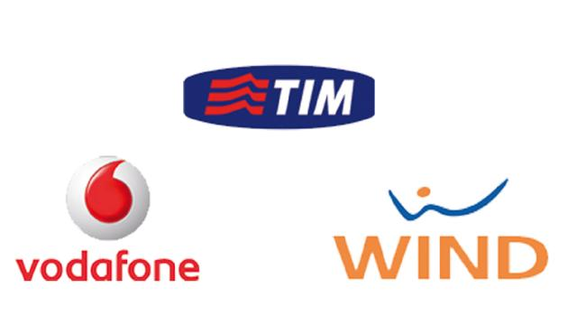 TIM, Vodafone e Wind annunciano l'aumento delle tariffe ricaricabili: Codacons protesta