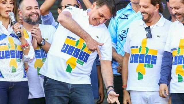 'Zorra' faz dura critica a postura de Bolsonaro durante a Marcha para Jesus