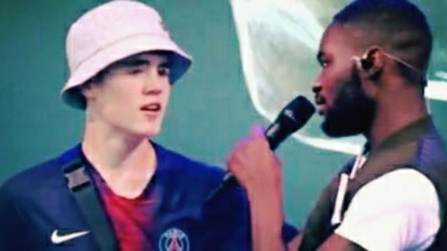 Royaume-Uni : un fan du PSG monte sur scène et enflamme le public face au rappeur Dave