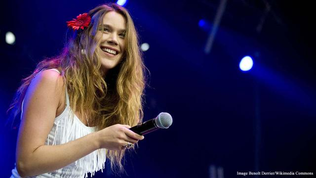 British soul singer Joss Stone and entourage detained and deported from Iran