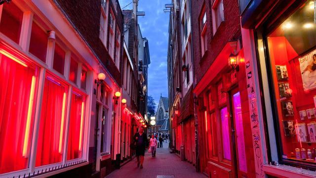 Prefeita de Amsterdã quer acabar com exposição de prostitutas em vitrines