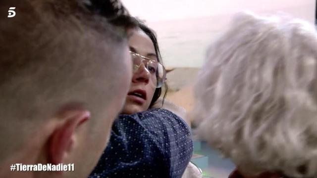 Dakota pregunta por Rubén al llegar a España y sus familiares no le comentan nada