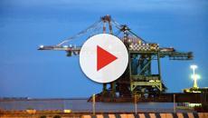 ArcelorMittal: gru precipita per il maltempo, giovane operaio disperso