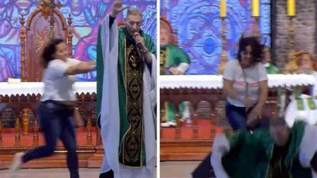 Padre Marcelo Rossi é empurrado durante celebração de missa