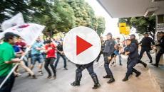 Estudantes protestam em frente ao MEC