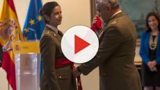 La grandiosa general Ortega recibe el fajín de su graduación