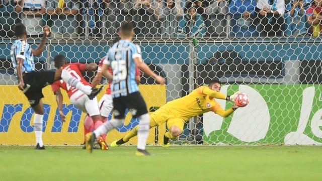 Grêmio e Internacional se enfrentam neste sábado pelo Brasileirão