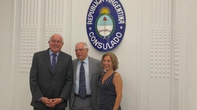El ministro Josep Borrell adquiere la nacionalidad argentina además de la española