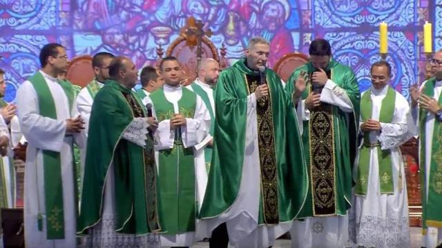 Após ser empurrado, Padre Marcelo Rossi desabafa em missa