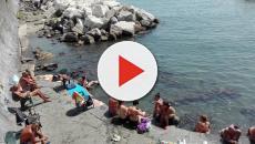 Sulla spiaggia di Ostia alcuni indiani scattano foto a bambini e rischiano il linciaggio