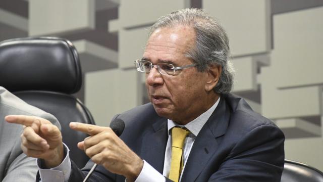 Paulo Guedes pretende limitar o valor para retirada do saldo total do FGTS