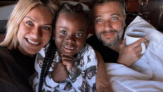 Bruno Gagliasso e Giovanna Ewbank anunciaram que a família cresceu