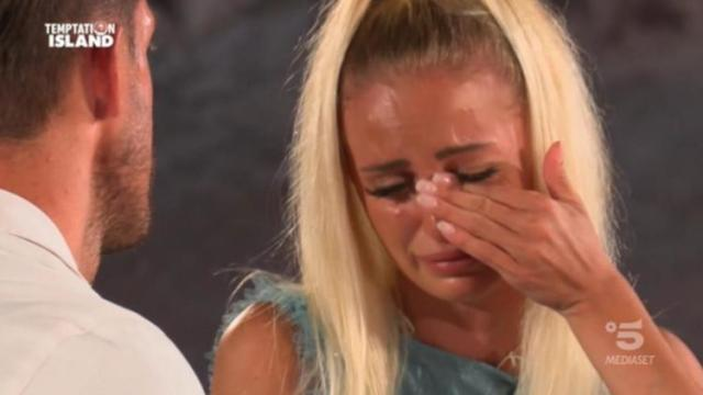 Temptation Island: finale amaro per la 'fotonica' Katia, mollata da Vittorio