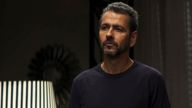 """Amadeu descobre caso de Josiane e Régis, e ameaça a filha em """"A Dona do Pedaço"""""""