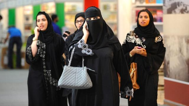 Saudi Arabian women finally allowed to hold passports and travel independently