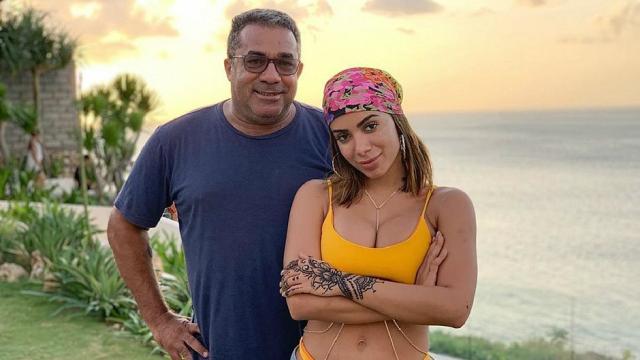 Pai de Anitta fala sobre o namoro da filha com Pedro Sccoby