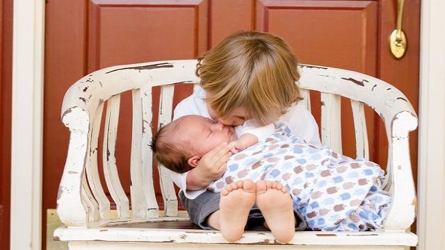 El 8,8% de las mujeres españolas tienen su primer hijo con 40 años o más, según Eurostat
