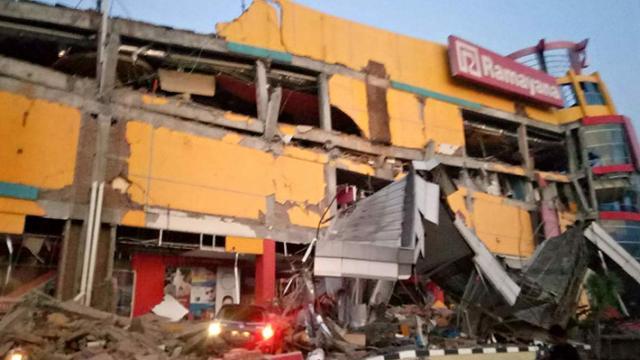 Un fuerte terremoto en Indonesia hizo temblar los edificios en Indonesia