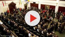 Canada: Alberta politicians vote for a pay cut