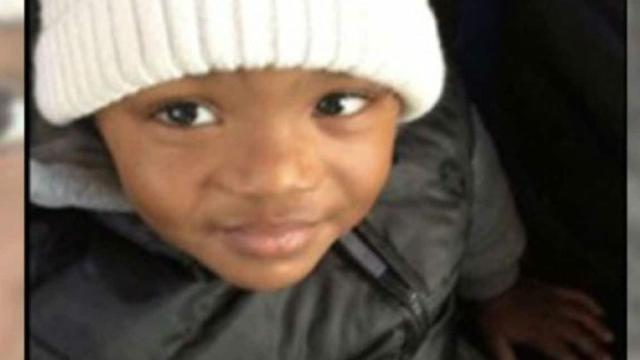 Mãe é presa por jogar no lixo corpo do filho de 4 anos que morreu após banho quente