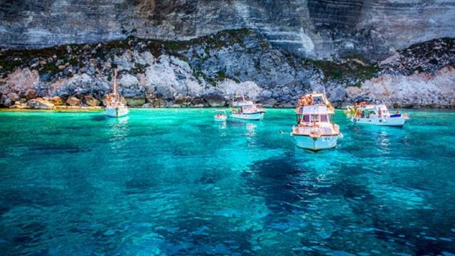 Lampedusa: l'isola dal mare caraibico è la meta ideale per una vacanza
