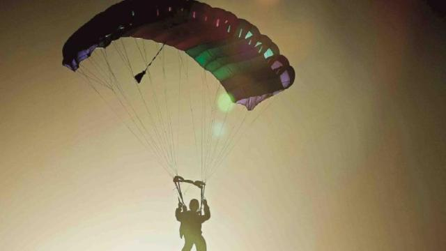 Fallece un youtuber al no abrirse su paracaídas en Alicante