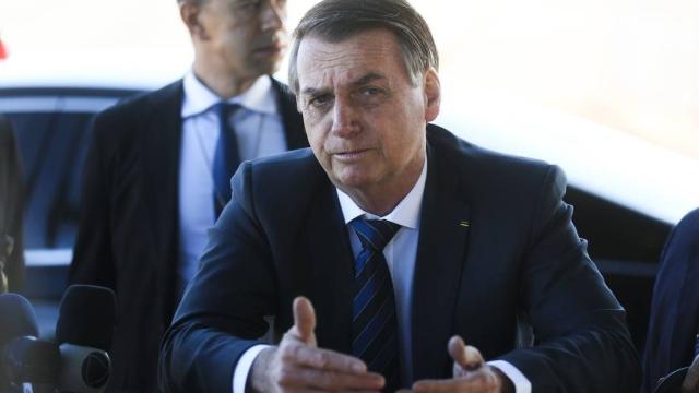 Bolsonaro afirma que fazer cocô em dias alternados para diminuir poluição