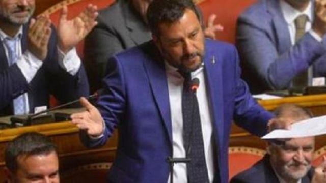 Crisi di governo: Salvini vuole il voto ma è disponibile al taglio dei parlamentari