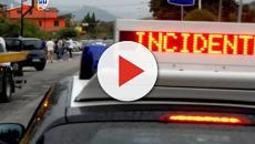 Gugnano, incidente all'alba: auto impatta un palo della luce