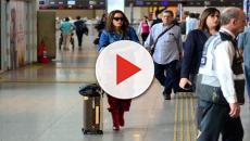 Anitta se irrita com mala perdida e manda a atendente procurar seu nome no Google