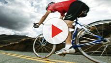 Ciclismo, Barguil perde la sfida con Lutsenko è accusa Gasparotto: 'è un idiota'